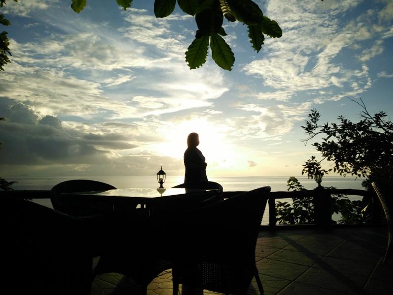 Tampak sunset dari tempat santai. Kasuari Valley Beach Resort / foto: istimewa