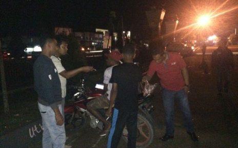 Satuan Narkoba Polres Aimas saat melakukan Razia. Sabtu (09/09/17) malam.