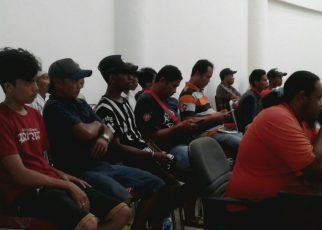 Para Nelayan yang mendatangi kantor DPRD Kota Sorong guna mengadukan proses pembuatan izin berlayar