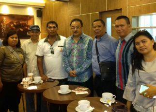 Kunjungan Wartawan Sorong di ruang kerja Robert Kardinal