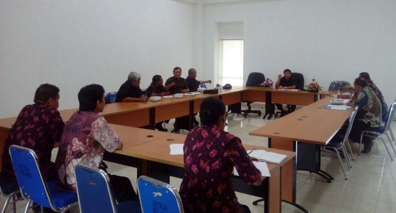 DPRD Kota Sorong melaksanakan rapat koordinasi dengan Dukcapil Kota Sorong
