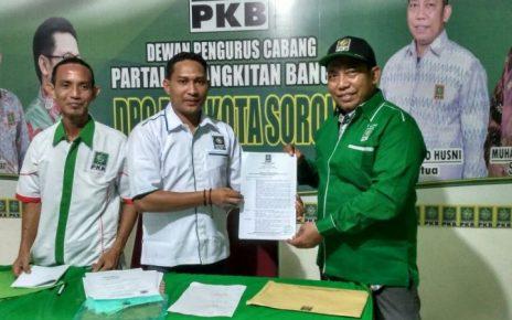 Abdullah Gazam, Ketua DPW PKB PB (tengah) bersama H. Anto, Ketua DPC PKB Kota Sorong (hijau)