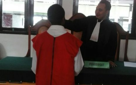 TF Saat mendengar tuntutatn Jaksa atas perbuatanya
