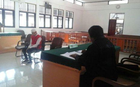 Irwan MT, saat mendengar pembacaan putusan oleh majelis hakim