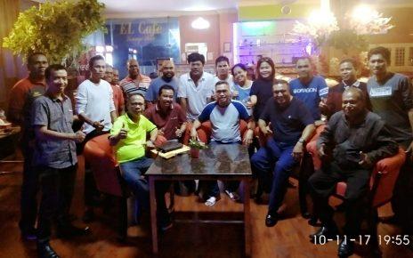 Yasin Djamaludin (tengah) diapit para advokat Peradi Sorong