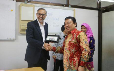 Moazzam Malik, Duta Besar Inggris saat berkunjung ke Indonesia