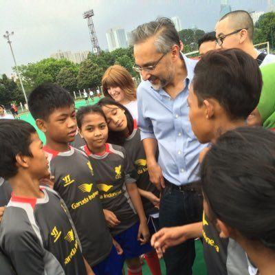 Moazzam Malik, Duta Besar Inggris saat bertemu dengan anak-anak Indonesia