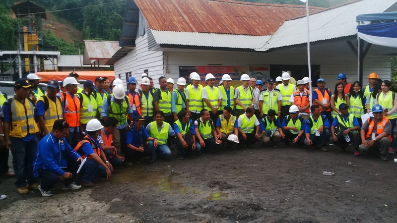 Para peserta foto bersama usai mengikuti pelatihan