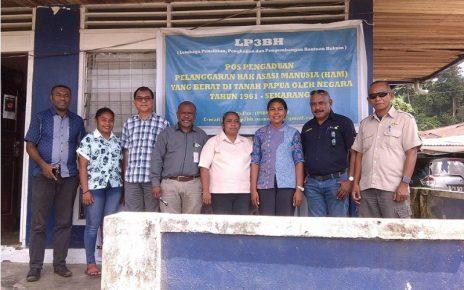 Foto Bersama di Kantor LP3BH Manokwari.