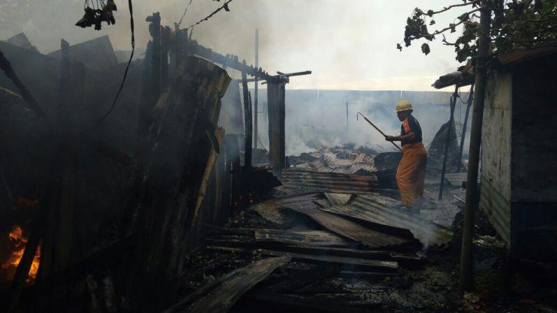Terlihat puing-puing rumah yang ludes dilahap api