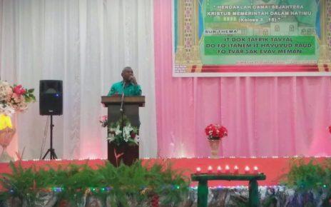 Gubernur Papua Barat, Dominggus Mandacaan saat memberikan sambutan pada acara Natal IKK Sorong Raya