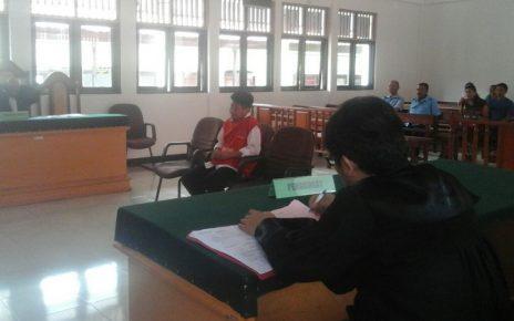Terdakwa Wino saat memberikan keterangan di ruang sidang utama Pengadilan Negeri kelas Ib Sorong