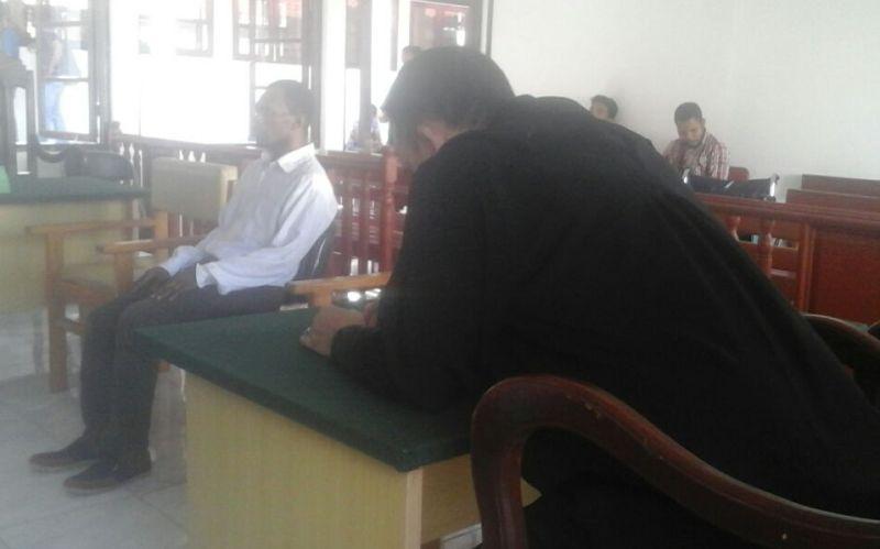 Marthen Karet saat mendengar putusan majelis hakim
