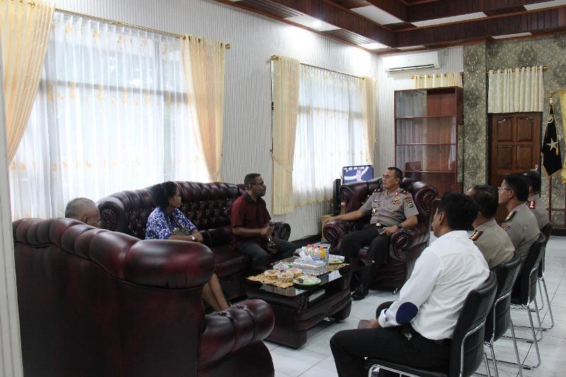 Kapolda Papua Barat, Brigjen Pol Drs Rudolf Alberth Rodja Gelar Pertemuan Bersama Ketua MRPB Bahas Kuota Rekrutmen Polri Tahun 2018 di Ruang Kapolda, Senin (15-01-2018)