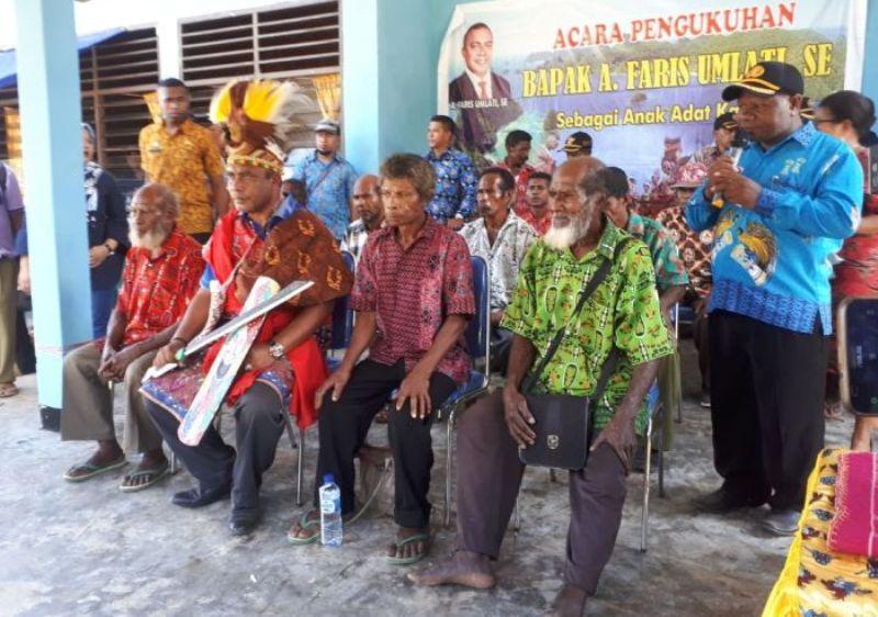 Bupati Raja Ampat bersama para tokoh adat masyarakat kampung