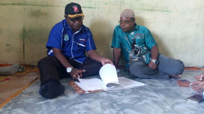 Ketua DPD Partai NasDem R4, Manuel P Urbinas saat merekrut Imam Yellu Sebagai Bacaleg DPRD R4
