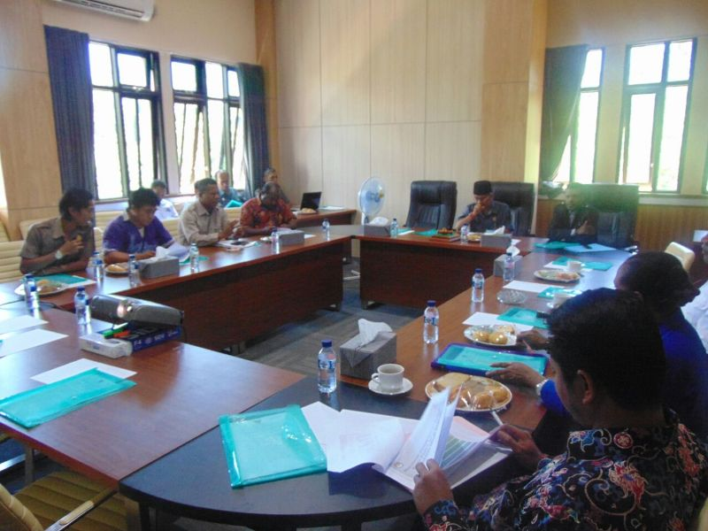 Uji Publik DPRD-KPU di Ruang Rapat DPRD Bintuni