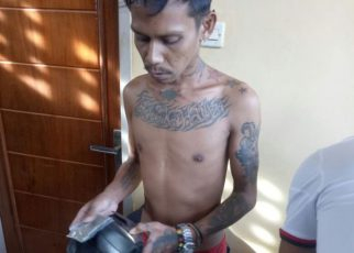 Tersangka HH Dibekuk Anggota Opsnal Sat Resnarkoba Polres Fakfak di Pelabuhan Fakfak.