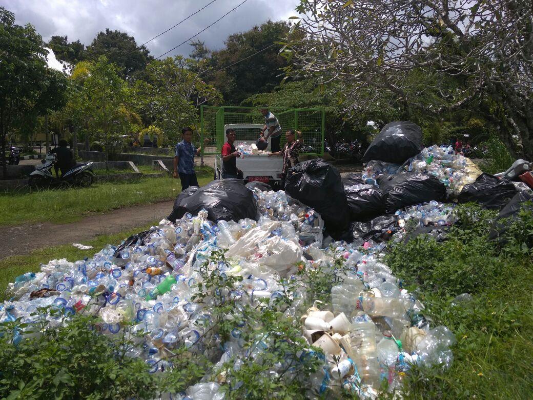 UKM Pramuka Unipa Kerjasama Dengan Dinas Lingkungan Hidup Olah Limbah Plastik di Manokwari