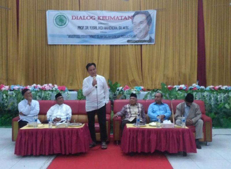 Yusril Ihza Mahendra saat menyampaikan materi dialog keagamaan di ACC Aimas. Jumat (09/03/18). foto Dewi