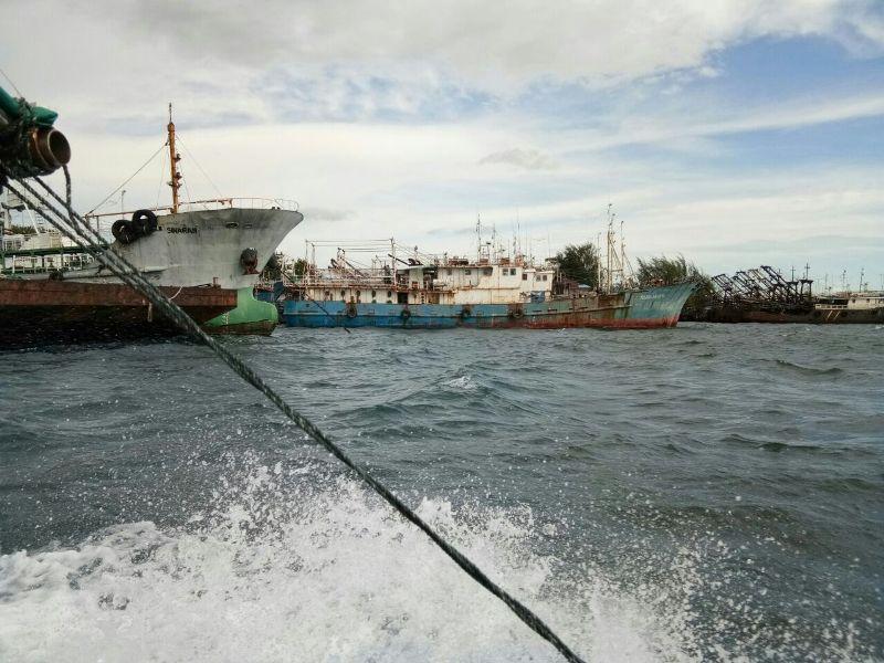 Tampak kapal milik PT AML yang tengah parkir di palebuhan Kaimana