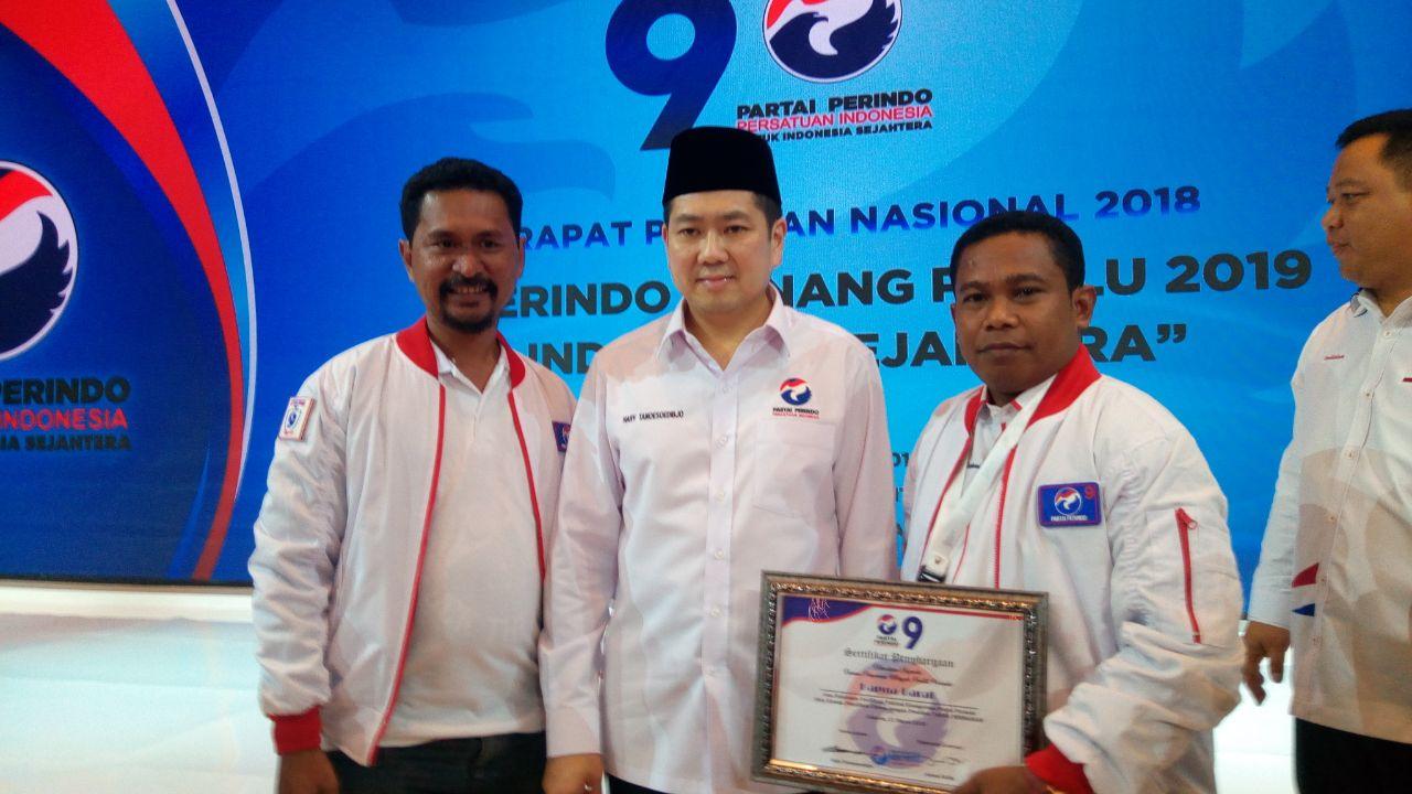 Ketua dan Sekertaris DPW Partai Perindo bersama Ketua Umum DPP, Hary Tanoesoedibjo saat penutupan Rapimnas II Partai Paerindo dI Gedung JCC Senayan, pekan lalu.