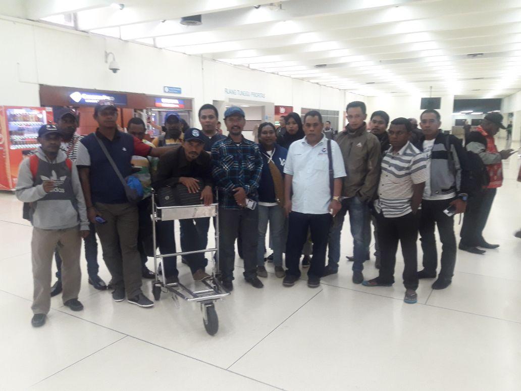 Sekertaris DPW Perindo Papua Barat, Jimmi J. Liunsanda mendampingi Peserta Rapimnas Perindo Perwakilan DPD dan DPW se-Papua Barat tiba di Bandara Internasional Soekarna Hatta, Rabu (21/3/2018)