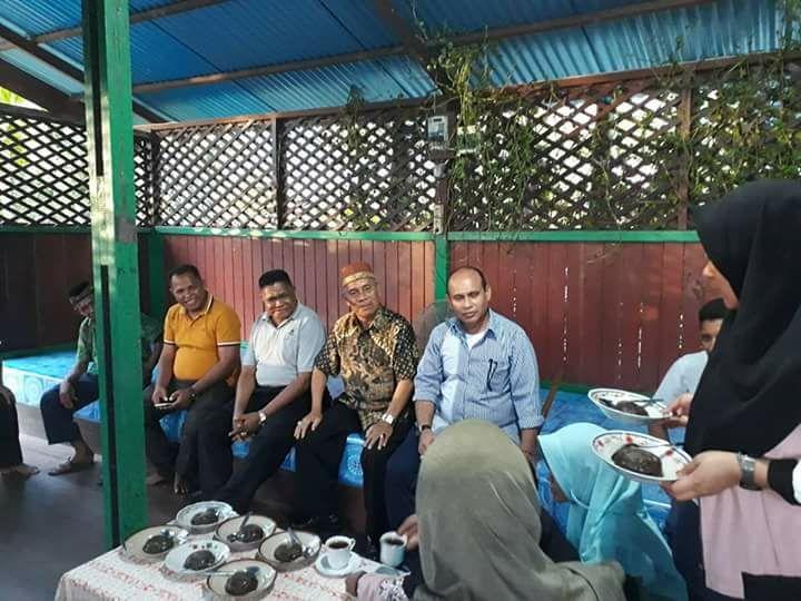 Anggota DPR Papua Barat, M.Sanusi Rahaningmas,S.Sos melakukan silaturahmi dengan masyarakat muslim di Lembaga AN NUR Kabupaten Teluk Bintuni, Minggu (15/4/2018)