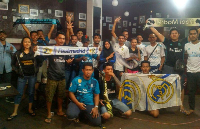 Fans club Real Madrid, Madritista Sorong berpose bersama usai menonton bareng Real vs Juve di salah satu cafe di Kota Sorong