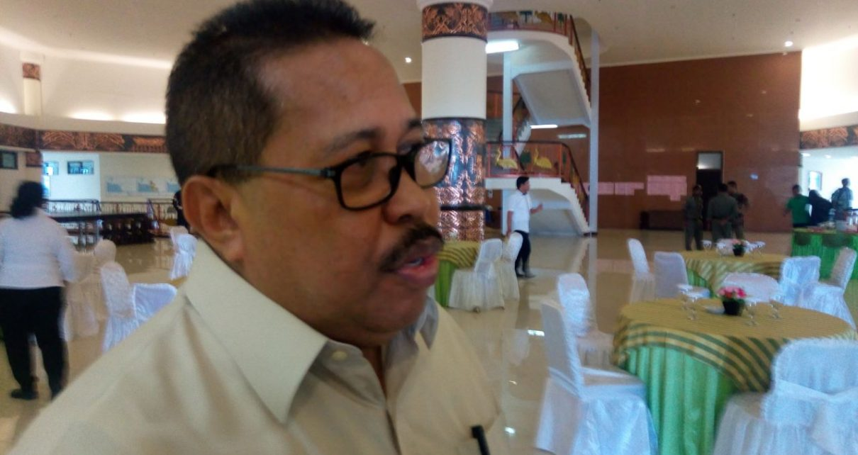 Mantan Bupati Sorong Selatan yang juga Tersangka Kapal Kargo Sorsel Indah, Drs Otto Ihalauw