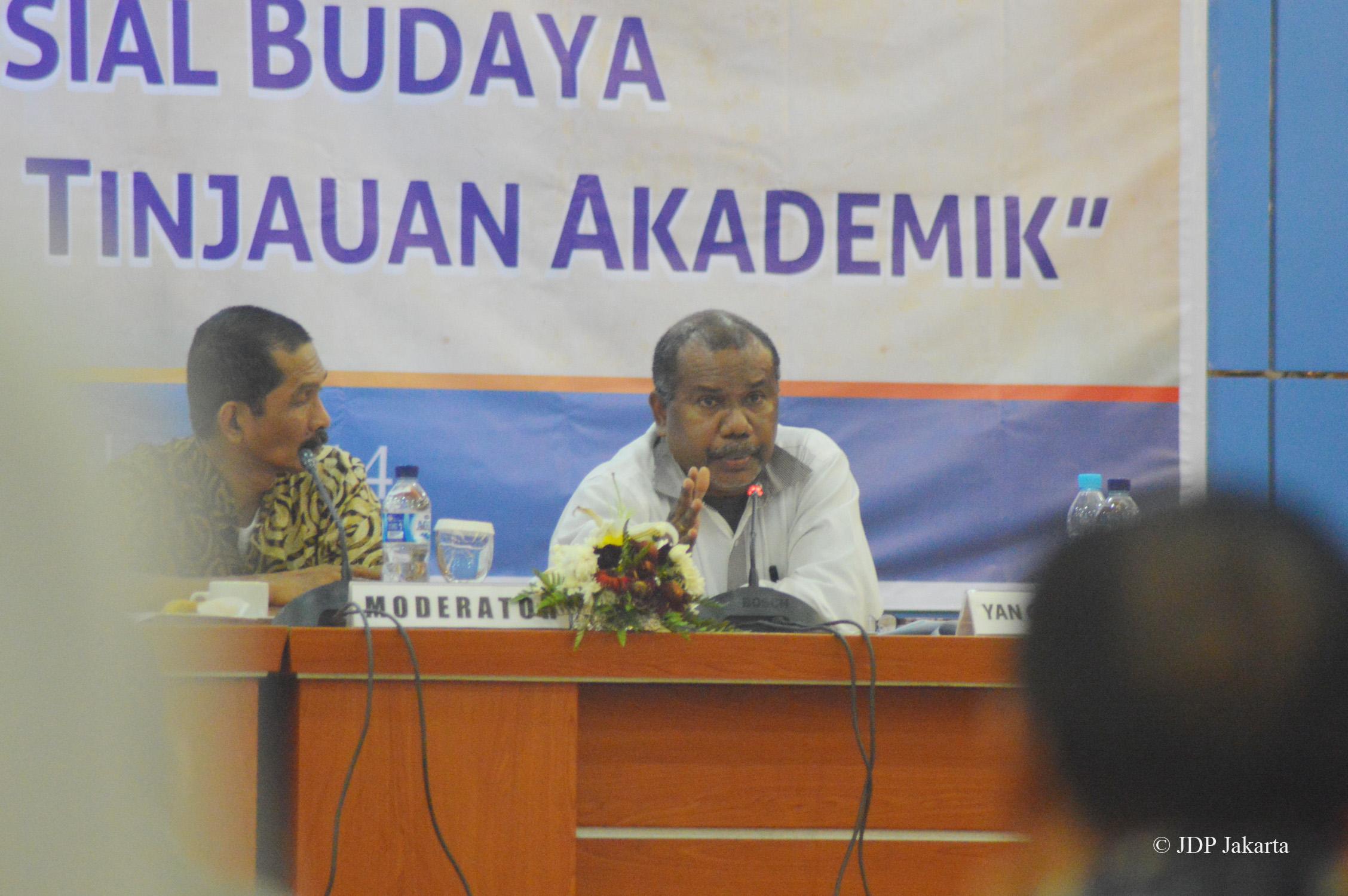 Direktur LP3BH Manokwari, Yan Cristian Warinusy, SH