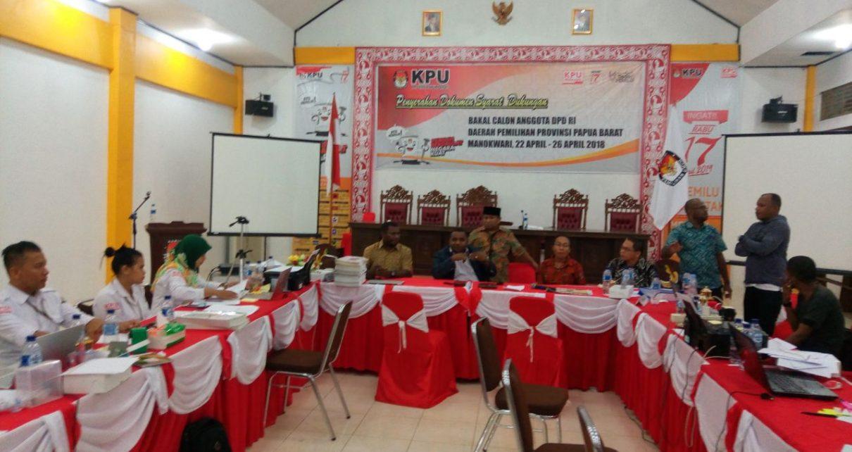 Suasana KPU Papua Barat Menutup Tahapan Penyerahan dokumen syarat dukungan Balon DPD-RI Dapil Papua Barat, Jum'at (27/4/2018)