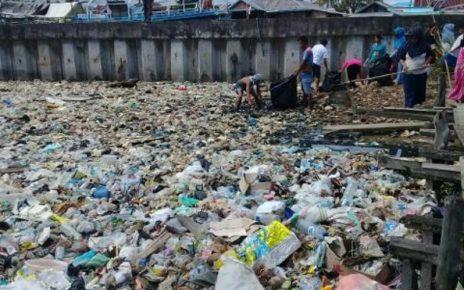 Lautan Sampah di Kompleks Matadewa, RT 03 RW 04 Kelurahan Malawei, Distrik Sorong Manoi, Kota Sorong
