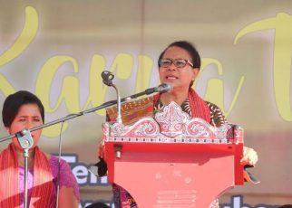 Yohana Yambise saat menyampaikan sambutan pada acara seminar paskah nasional di Somasir
