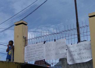 MANOKWARI,sorongraya.co- Sidang sengketa dugaan pelanggaran administrasi pemilu antara bakal calon (Balon) anggota DPD-RI, Filep Wamafma sebagai pelapor dengan KPU Papua Barat sebagai terlapor berlangsung di Kantor Bawaslu Papua Barat, Jum'at 4 Mei 2018. Sengketa dugaan pelanggaran administrasi pemilu dengan nomor perkara : 002/ADM/ BWSL-PB/ Pemilu/ IV/ 2018 dipimpin ketua majelis pemeriksa, Marlen Momot,S.T didampingi dua Anggota majelis pemeriksa masing-masing, C.A Alfredo Ngamelubun, S.H.,MM dan Ibnu Mas'ud,S.Sos menghadirkan Filep Wamafma,S.H.,M.Hum didampingi tim pengacara dan KPU Papua Barat. Sidang hari kedua sengketa keputusan KPU Papua Barat terkait syarat dukungan bakal calon DPD RI dapil Papua Barat dengan agenda mendengarkan keterangan gugatan p