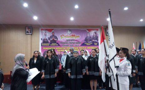 Ketua Umum DPP KPPI, Dra Dwi Septiani Melantikan Pengurus DPD KPPI Papua Barat di Waisai Room, Lantai 5 Hotel Valdos, Manokwari, Kamis (31/5/2018)