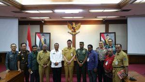 Mendagri, Tjahjo Kumolo bersama Gubernur dan Forkopimda Papua Barat, Tim Rekonsiliasi Penyelesaian Ibukota Maybrat usai pertemuan di Kantor Kemendagri, Jakarta, Senin (28/5/2018)