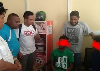 Tim Piranha Ditreskrimum Polda Papua Barat berhasil menangkap KK dan PP yang diduga sebaga pelaku pembunuhan Kepala Kampung, Moses Towansiba, Rabu (23/5/2018)