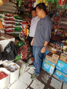 Tim Satgas Pangan Melakukan Sidak Pasar mengecek harga Beras Medium di Pasar Sentral Manokwari, Jumat (25/5/2018