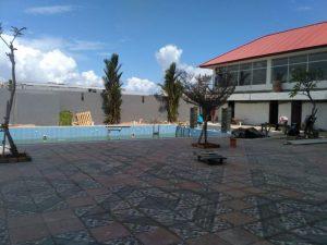 Tampak halaman luar Vega Hotel