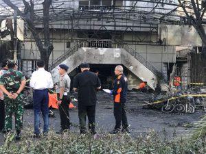 Presiden RI. Ir. Joko Widodo bersama Panglima TNI dan Kapolri serta beberapa mentri mengunjungi lokasi kejadian bom bunuh diri di Surabaya
