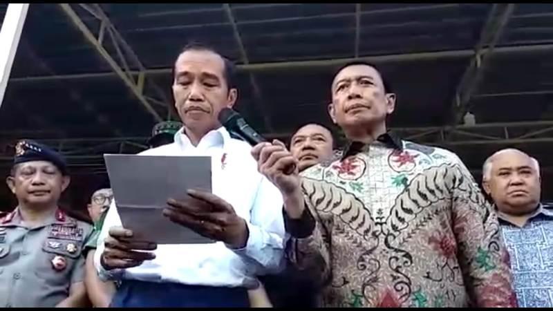 Presiden RI. Ir. Joko Widodo saat melakukan konfrensi Pers di Surabaya