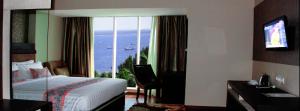 Salah satu kamar yang pemandangannya langsung menghadap ke Laut di The Belagri Hotel. (Sumber Foto Google)