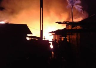 20 Rumah Warga di Belakang Kantor Pos Kota Sorong Dilahap Si Jago Merah, Rabu (13/6/2018)