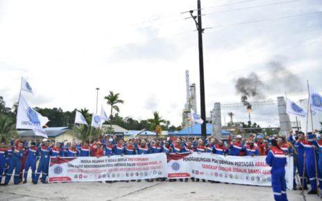 Serikat Pekerja Pertamina Kawasan Timur Indonesia (SPP KTI) menggelar aksi bela Pertamina. / (foto : Sumarni)