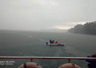 Foto pencarian ABK KM Maros Indah yang tenggelam sejak Minggu 22 Juli 2018/ (sumber foto: tim SAR)