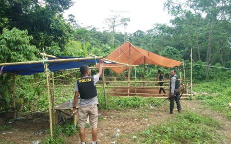 Personil Polsek Masni Membongkar Tempat Judi Sabung Ayam di Kampung Manggupi, Distrik Sidey, Minggu (15/7/2018)