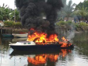 Speedboat Blue Marin Terbakar diduga akibat konsleting mesin, Mimggu (22/7/2-2018)