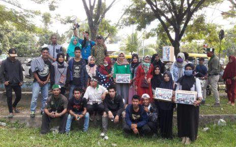 Aktivis HMI Cabang Sorong berpose bersama usai melakukan penggalan dana / (foto: Said Andika)