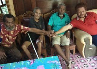Ketua DAP Wilayah III Doberay, Paul Finsen Mayor bersama tokoh masyarakat Papua memberikan keterangan pers, Jumat (7/9/2018